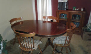 Vintage Dining Table and 6 wooden chairs