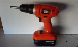 BLACK & DECKER DRILL/ DRIVER 18V WITH BATTERY AND CHARGER