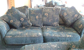 3 Piece Green and Gold Sofa Couch Suite with Lamp in excellent condition