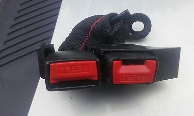 RENAULT CLIO MK3  CENTRE DOUBLE REAR SEAT BELT BUCKLES BOTH RED