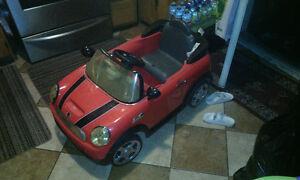 voiture pour bébé 4 ans et moins électrique