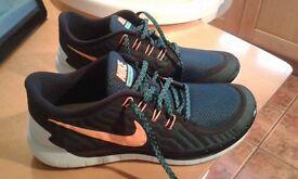 Size 9.5 Nike Running Trainers Brandnew