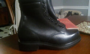 BRAND NEW RED WING BOOTS REDWING SIZE 7.5 EURO 40