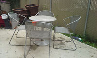 4 Metal Patio Chairs and Table
