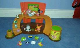 Super Moshi HQ with Moshi figures