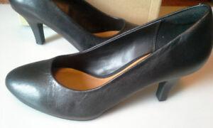 Shoes Clarks Black Leather Size 9 US / 40 EU