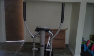 EXTREME PERFORMANCE EVOLUTION ELLIPTICAL TRAINER