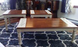 Impeccable ensemble rustique de table de salon basse d'appoint
