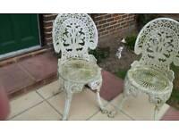 2 Alnate garden chairs
