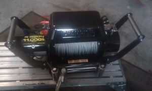 11,000 LBS Winch.attached to heavy duty hitch$500