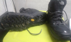 sz 12 North Face midrise hiking boots NEW