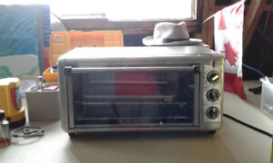 Like New Black and Decker Toaster Oven