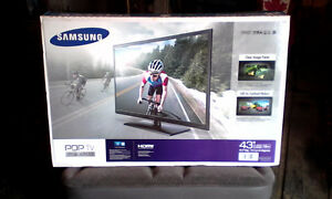 BRAND NEW SAMSUNG TV & RECLINER