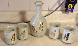 VINTAGE SET DE DECANTER ET QUATRE VERRES.CERAMIC JAR WITH CUPS Gatineau Ottawa / Gatineau Area image 3