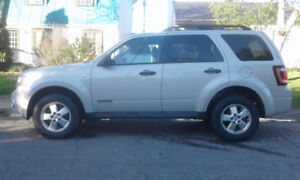 ford escapeXLT 2008 ..1500$V6