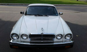 Jaguar XJ6 Sovereign 1986 tres belle voiture.