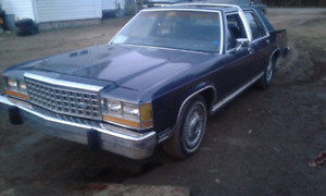 1986 Ford LTD Crown Victoria tranny.