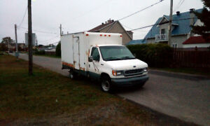 Camion cube 12 pieds Ford E-350  5.4 litres  1998
