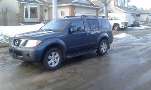 2010 Nissan Pathfinder SE (upgraded to LE ) SUV, Crossover