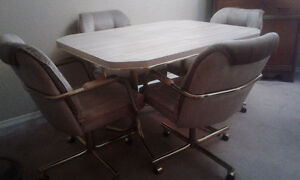 Sold!!!!Kitchen Table & 4 Chairs Comox / Courtenay / Cumberland Comox Valley Area image 2