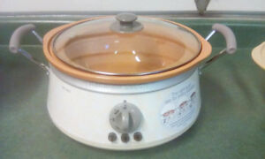 HAMILTON BEACH 3 IN ONE SLOW COOKER.  CLEAN AND WORKS PERFECTLY