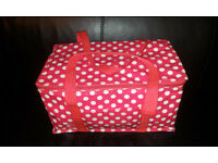 COOL BAG RED WITH WHITE SPOTS USED IN EXCELLENT CONDITIONS LIKE NEW