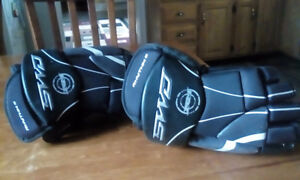 Sherwood hockey gloves