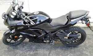 2011 Kawasaki Ninja 250 in almost new condition