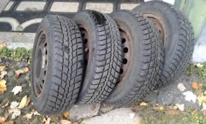 4 pneus d'hiver Nexen Winguard et 4 jantes