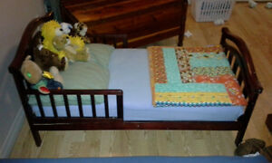 Wooden Toddler Bed with Quilt