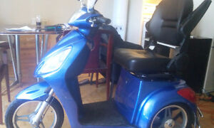 3 wheel scooter 2014 with brand new battery and lights