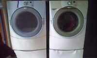 Ensemble laveuse sécheuse frontal à vendre pour seulement 200$ n
