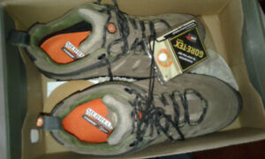 New Merrell Woman's hiking shoes