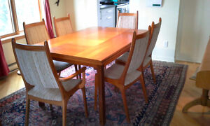 Teak Dining Set with Hutch - Salle à manger & buffet en teck