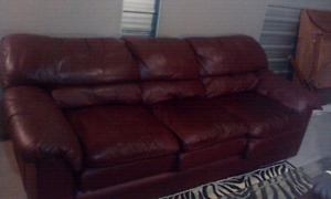 burgundy leather set 2 and 3 sitter in good condition