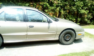 2000 Pontiac Sunfire Gold Sedan