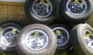 6 chrome Magweel and tire 235/75r15. For 400$ all good