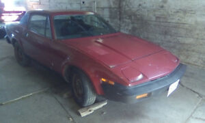 1975 Triumph TR7  asking  $2000.00 as is.  613 476 5606