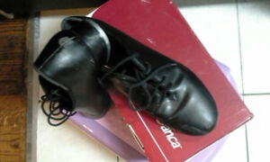 Tap shoes - size 8