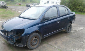 Toyota Echo 2001 ( en pieces)