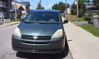 Toyota Sienna CE 2004  ** 8 passagers **