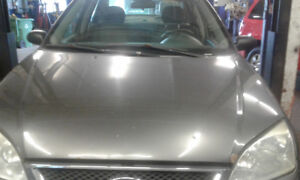 Ford focus 2005 176000km motor transmission very good A.c 1000$