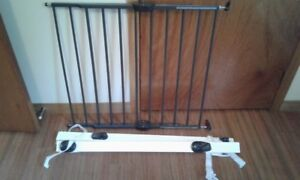 Baby Gate and No Drill Banister Kit - Brackley Beach