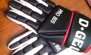 BROOM BALL,CRICKET  D-GEL GLOVES***DELIVERED***