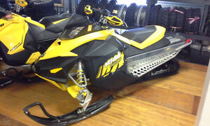 2009 MXZ TNT 600 Carb - $5995.00 ++ - Hand Guards - Studded Trac