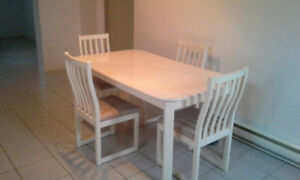 Table a manger + 4 chaises