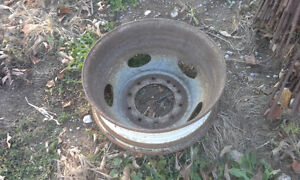BUILD UR OWN BENCH GRINDER STAND USING THIS TRUCK RIM AS BASE Peterborough Peterborough Area image 4