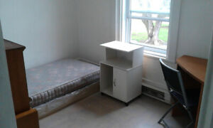 small bedroom in 5 1/2 300$ to 325$ all include