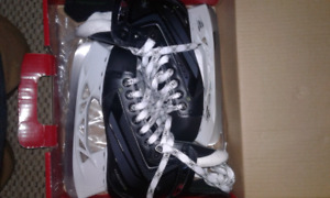 BRAND NEW NEVER WORN SKATES!!
