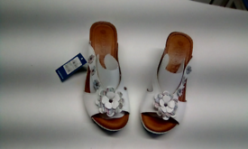 d9beb99a164c WHITE LEATHER LADIES MULES BY PAVERS